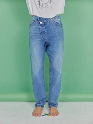 UNBALANCE WRAPPED JEANS [LIGHT BLUE]