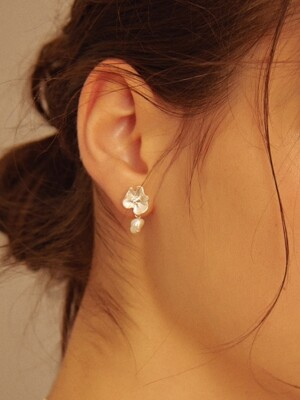 Mini White Flower & Pearl Earrings
