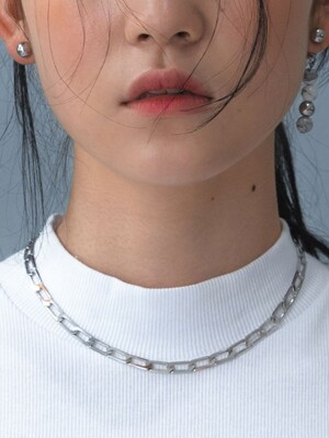 D BALL FLAT CHAIN NECKLACE