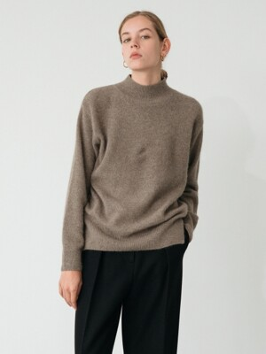 raccoon turtle-neck knit (moca)
