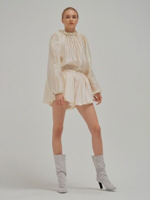NEAL Pleated Short Pants Ivory