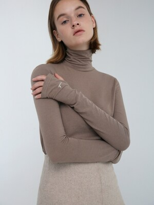 WOOL BLENDED TURTLENECK TOP - LIGHT BROWN