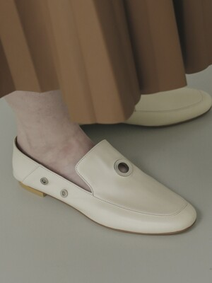 LWSP1901-1 Metal-ring classic loafer_Ivory