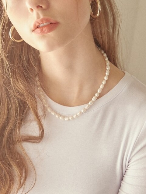 UGLY PEARL NECKLACE