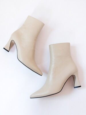 Point heels ankle