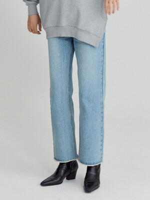 STRAIGHT JEANS (LIGHT BLUE)