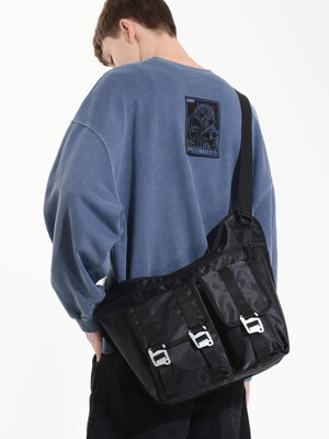 EQUIPMENT MESSENGER BAG (BLACK)