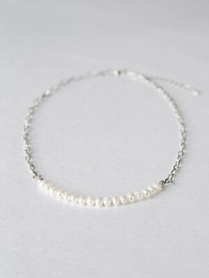 Back chain pearl necklace