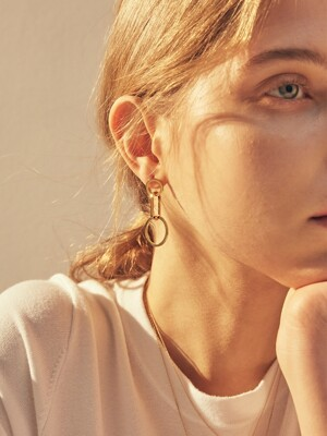 unbalance circle earring