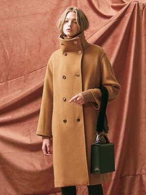 HIGH NECK OVERSIZED DOUBLE COAT. CAMEL