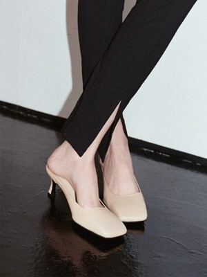 Y.00 Square Toe Mules / YY20S-S42 PALE SKIN