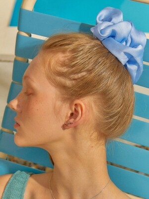 MESH SCRUNCHIE (SKY BLUE)