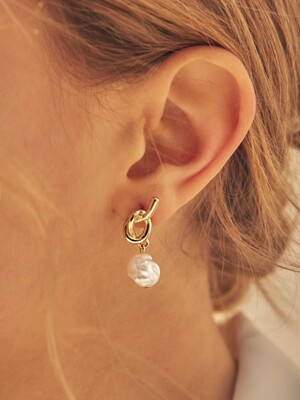knot pearl post earring