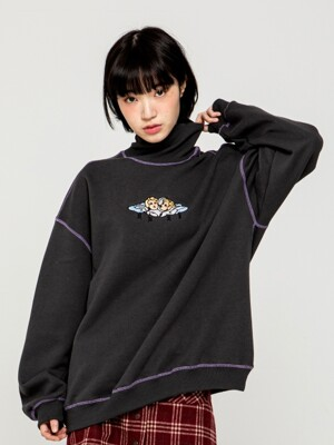 ANGEL EMBROIDERY TURTLE NECK SWEAT SHIRT [CHARCOAL]