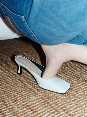 Y.00 Square Toe Mules / YY20S-S42 WHITE