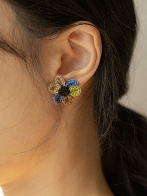 Color of time knit flower earring