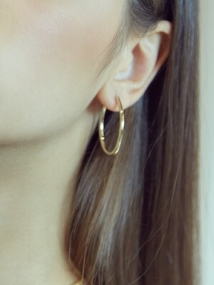 OVAL RING EARRINGS (GOLD)