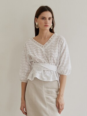 DELICATE BLOUSE WHITE
