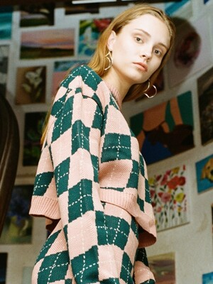 UL:KIN COLLECTION LABEL_TILTED ARGYLE CROPPED ROUNDNECK KNIT_PINK&GREENISH BLUE