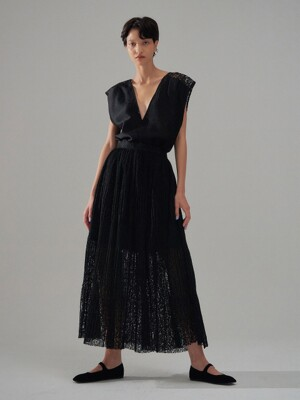 NOVEL Black See-through Pleated Skirt