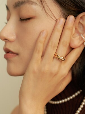 CROSS TWIST RING