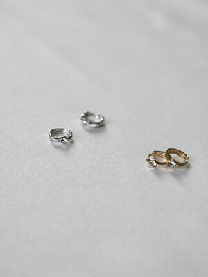 One cubic ring earring