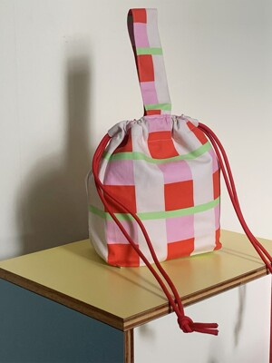 red green string bag