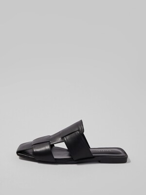 CROSS FLAT MULE [BLACK]