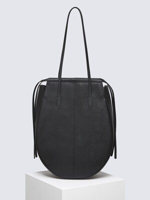 GUITAR BAG IN ALL BLACK