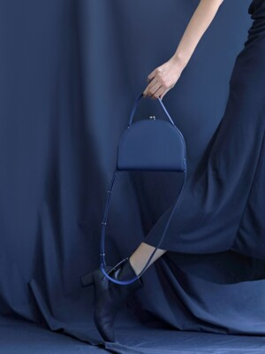[EXCLUSIVE] HALFMOON FRAME BAG - DUSTY BLUE