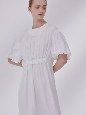 DEMERE HALF-SLEEVE SHIRRING DRESS  (WHITE)