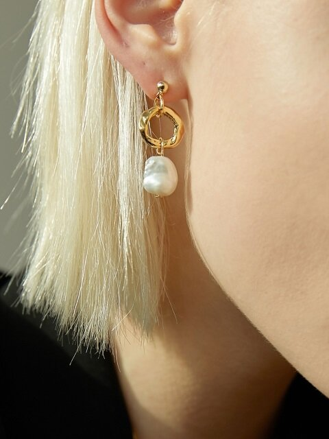 Gold Ring Pearl D Earring