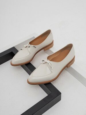 One Eyelet loafer (화이트)