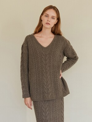 A TWO WAY CABLE KNIT TOP_BROWN