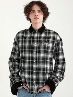 Over. DUPLICATION DETAIL SHIRT BLACK