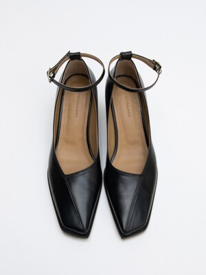 FW20  Nuoy Oblique Strap Pumps Black