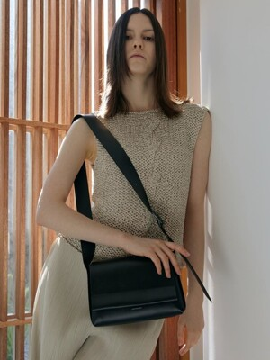 LOG MINI FLAP BAG- Artificial Leather_BLACK