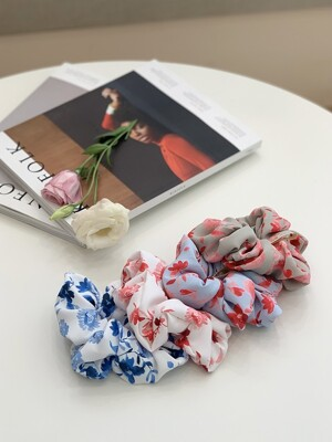 SIGNATURE FLOWER PATTERN SCRUNCHIE (4 COLORS)