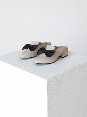 Cozy Ribbon Mule (Ivory/Black)