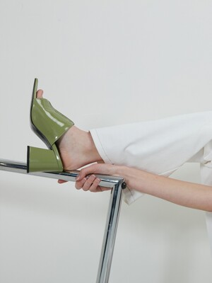 PATENT MULE - LIGHT KHAKI