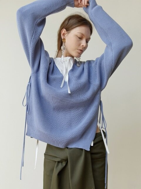 18FW OPEN-SIDE V-NECK KNIT TOP (LAVENDER BLUE)