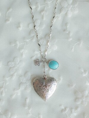 Floral heart pendant necklace
