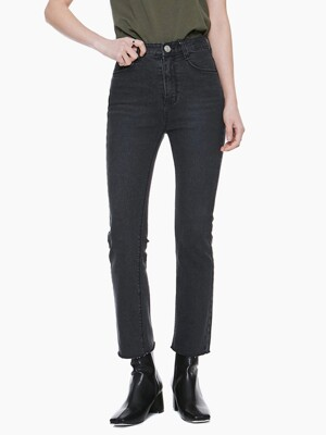 LW039 STRAIGHT CUTTING BLACK JEANS