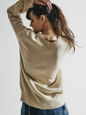 ROUND AND V NECK IVORY SWEATER