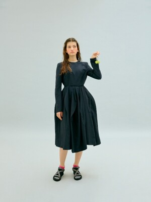 BACK-OPEN REVERSAL DRESS (BLACK)